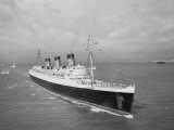 Cunard Liner Queen Mary Leaves Southampton for the Last Time for Her Retirement Berth, October 1967 Fotografie-Druck