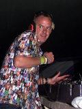 Fat Boy Slim (Norman Cook) DJs in the Dance Tent Glastonbury Festival 2000 Fotografie-Druck
