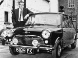 Peter Sellers with His Mini Car, 1963 Fotografisk tryk