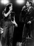 Jerry Lee Lewis Singing on Stage with Sister Linda Gail Lewis Fotografisk tryk