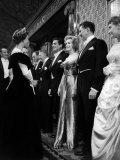 Marilyn Monroe Meets Queen Elizabeth II at the Royal Film Show, October 1956 Fotografie-Druck