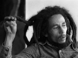 Bob Marley Jamaican Reggae Singer/Writer Talking Duing an Interview for the Daily Mirror Lámina fotográfica