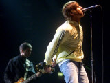 Liam Gallagher of Oasis Performing in the Odyssey Belfast, June 2002 Fotografisk tryk