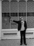 """Ian Dury Outside the Offices of """"Stiff Records"""" in Paddington Fotoprint"""