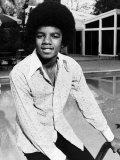 Michael Jackson Sitting on the Edge of Swimming Pool, 1975 Reproduction photographique