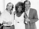 Phil Collins with Tina Turner Mark Knopfler after an All Star Lunch with Princess Michael of Kent Fotografisk tryk