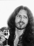 David Coverdale Rock Star Deep Purple Group Sips Champagne at the Holiday Inn Hotel Fotografisk tryk