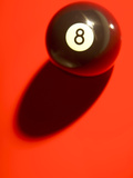 Black and White Eight Ball on with Shadow on Red Background Lámina fotográfica
