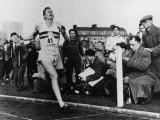 R. Bannister Runs Mile Reproduction photographique