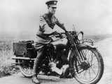 T E Lawrence (Lawrence of Arabia) Sitting on His Motorbike Reproduction photographique