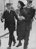 Mrs Pankhurst is Arrested Outside Buckingham Palace Fotografie-Druck
