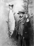 What a Whopper! a Victorian Gentleman Stands Proudly Next to the Salmon He Has Caught Fotografie-Druck