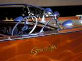 Chris Craft Classic Wooden Powerboat, Seattle Maritime Museum, Lake Union, Washington, USA Sträckt kanvastryck av William Sutton