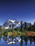 Mount Shuksan at Picture Lake, Heather Meadows, Washington, USA Fotografisk tryk af Jamie & Judy Wild
