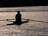 Rower in Portage Bay, Seattle, Washington, USA Reproduction photographique par William Sutton