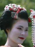 Portrait, Apprentice Geisha (Maiko), Woman Dressed in Traditional Costume, Japan Lámina fotográfica