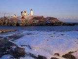 Cape Neddick Lighthouse, The Nubble, Maine, USA Impressão fotográfica por Jerry & Marcy Monkman