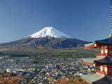 Pagoda and Mount Fuji, Honshu, Japan Lámina fotográfica