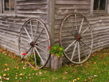Old Wooden Barn with Wagon Wheels in Rural New England, Maine, USA Reproduction photographique par Joanne Wells