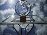 Low Angle View of a Basketball Net Lámina fotográfica