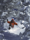 Man Skiing Downhill Lámina fotográfica