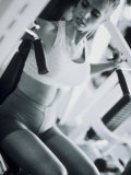 Young Woman Working Out in a Health Club Reproduction photographique