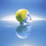 Woman in Yellow Swim Cap with Reflection Lámina fotográfica