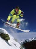 Snowboarder in Yellow Lámina fotográfica
