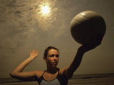 Young Woman Playing Beach Volleyball Fotografisk trykk