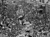 Mardi Gras Revelers Gather at St. Charles Street Fotografie-Druck