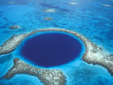 Aerial View of Blue Hole at Lighthouse Reef, Belize Fotografie-Druck von Greg Johnston