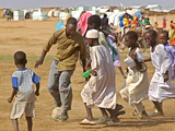 Sudanese Displaced Children Play Soccer at Abu Shouk Camp Fotografisk tryk