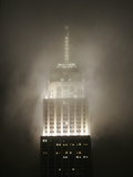 Clouds Roll Past the Empire State Building Reproduction photographique