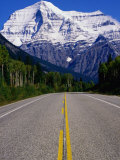 Road Leading to Mt. Robson, Rocky Mountains, Mt. Robson Provincial Park, Canada Fotografisk tryk af Philip Smith