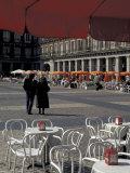 Cafe Tables in Plaza Mayor, Madrid, Spain Reproduction photographique par David Barnes