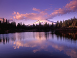 Mt. Hood Reflected in Mirror Lake, Oregon Cascades, USA Impressão fotográfica por Janis Miglavs
