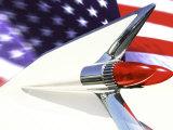 Cadillac classique et drapeau américain  Reproduction photographique par Bill Bachmann