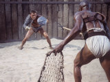 "Actor Kirk Douglas Faces Actor Woody Strode in Scene From Stanley Kubrick's Film ""Spartacus"" Impressão fotográfica premium por J. R. Eyerman"