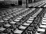 Rows of Finished Jeeps Churned Out in Mass Production for War Effort as WWII Allies Fotografie-Druck von Dmitri Kessel