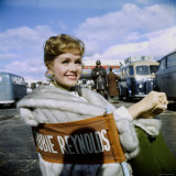 """Actress Debbie Reynolds at Airport During Filming of """"It Started with a Kiss"""" Reproduction photographique Premium par Loomis Dean"""