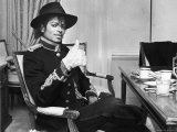 Pop Star Michael Jackson in His Hotel Room Prior to Party for Him at the Museum of Natural History Premium fotografisk trykk av David Mcgough