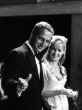 Actors Paul Newman and Joanne Woodward Premium Photographic Print by Mark Kauffman