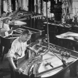 Workmen Installing Steel String Frames Into Grand Piano Cabinets at Steinway Piano Factory Reproduction photographique par Margaret Bourke-White