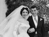 Elizabeth Taylor Wearing Beautiful Satin Wedding Gown with Husband Nicky Hilton Outside Church Impressão fotográfica premium por Ed Clark