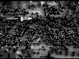 Overhead View of Men Relaxing on 36th Street, Between Eighth and Ninth Aves. 写真プリント : マーガレット・バーク=ホワイト