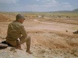 US General George S. Patton Watches Battle Between German and American Forces in El Guettar Valley Lámina fotográfica prémium por Eliot Elisofon