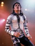 Pop Entertainer Michael Jackson Singing at Event Premium fotografisk trykk av David Mcgough