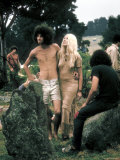 Hippie Couple Posed Together Arm in Arm with Others Around Them, During Woodstock Music/Art Fair Reproduction photographique par John Dominis