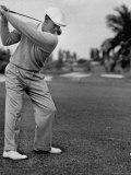 Golfer Ben Hogan, Keeping His Shoulders Level at Top of Swing Lámina fotográfica prémium por J. R. Eyerman