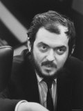 """Director, Stanley Kubrick, During Filming of His Movie """"2001: A Space Odyssey"""" プレミアム写真プリント : ドミトリ・ケッセル"""